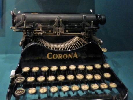 A photograph of a Lindsay Typewriter
